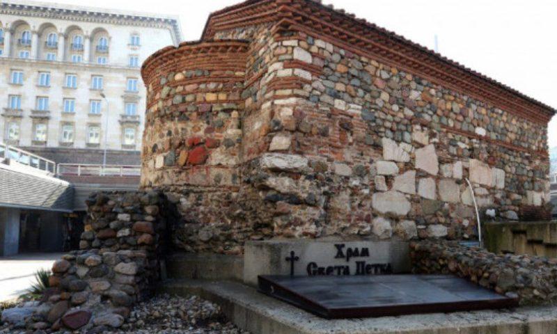 Поругаха църквата, в която е погребан Левски