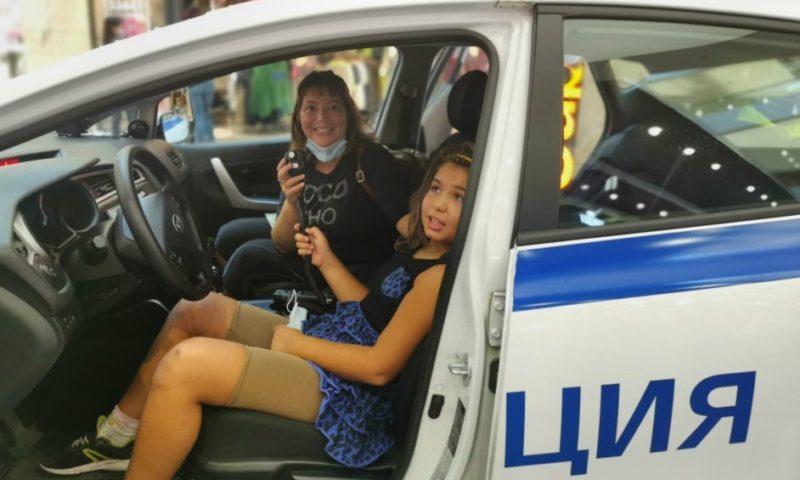 С полицейски сирени и мотор ченгета нахлуха в пловдивски мол, зарадваха децата!/СНИМКИ/