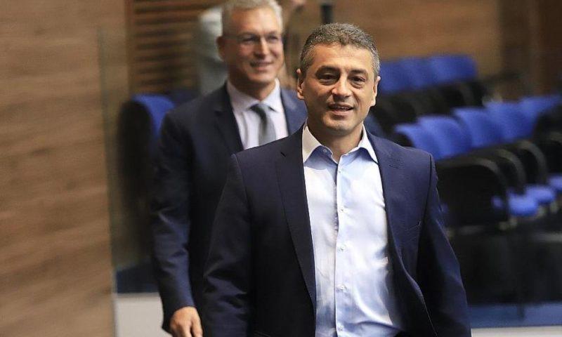 Шестима депутати от БСП напускат групата, петима – и партията