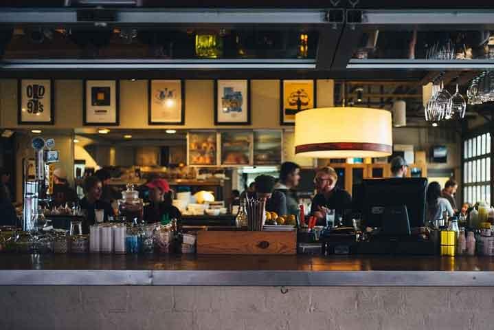 """""""Наздраве"""" в бар в Хамбург вкара стотици под карантина"""