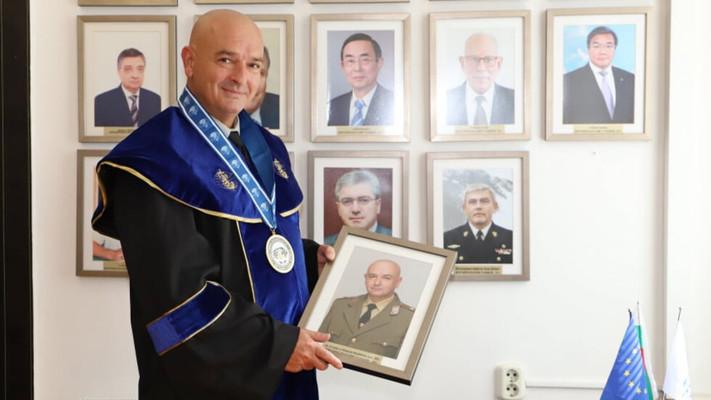 Ген. Мутафчийски стана Доктор хонорис кауза на военноморското училище