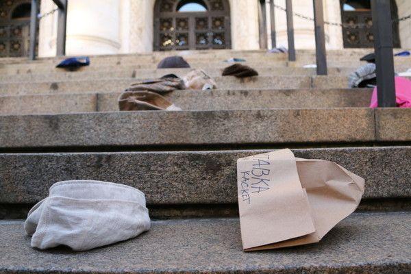 """Протест под наслов """"Правосъдие без каскет"""" се провежда пред Съдебната палата"""