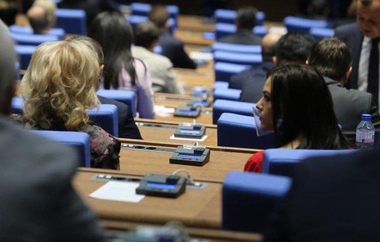 ГЕРБ: Не приемаме България да е черна овца, БСП: Демокрацията ни е болна