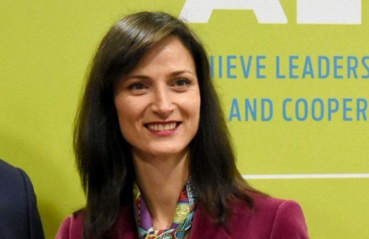 Еврокомисарят Мария Габриел заразена с коронавирус