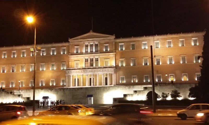 От утре Гърция въвежда вечерен час, заведенията с ограничено работно време на територията на цялата страна