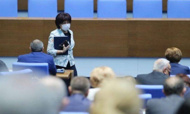 Цвета Караянчева остава председател на Народното събрание