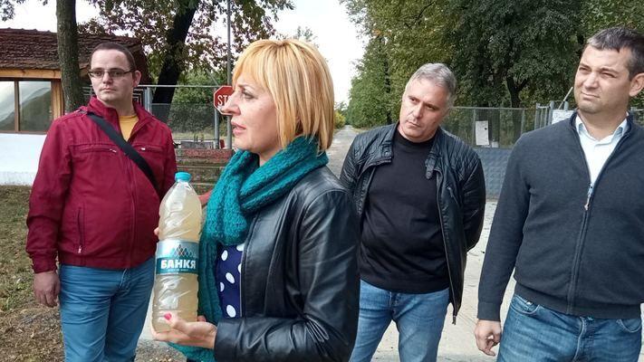 """Манолова занесе мръсна питейна вода от Шумен на Борисов в ловно стопанство """"Паламара"""""""