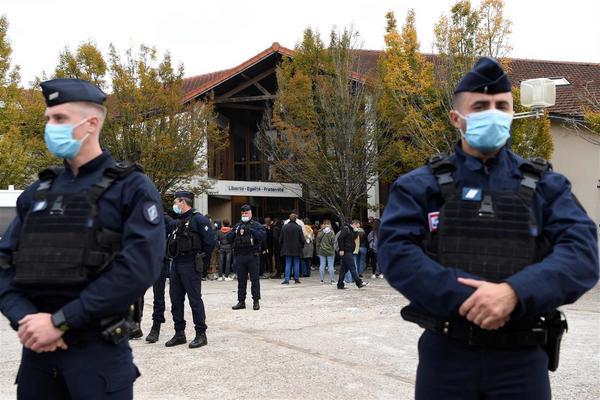 Арести във Франция след обезглавяването на учител от ислямист