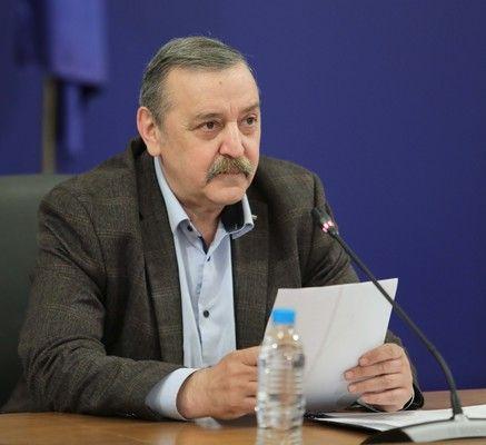 Най-вредни са ненавременни и половинчати мерки, категоричен е проф. Кантарджиев