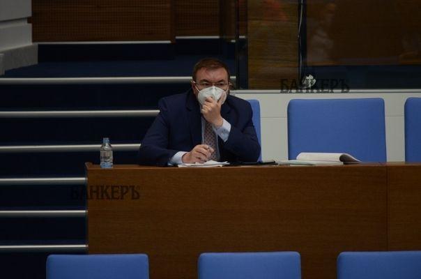Здравният министър Костадин Ангелов е с отрицателен тест за COVID-19