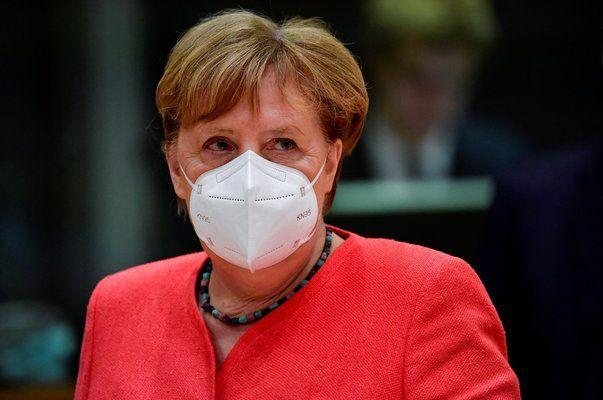 Меркел: Моля ви, стойте си вкъщи!