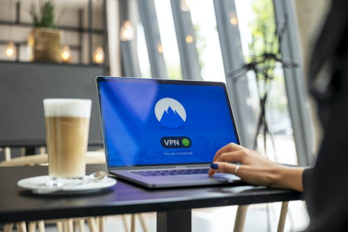 Microsoft ще позволи на служителите си да работят постоянно от вкъщи