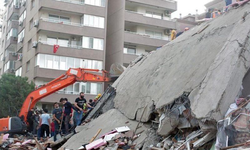 Нови силни трусове и още жертви в Гърция и Турция