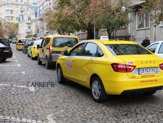 Коронапревоз: По-високи цени и държавна помощ за такситата