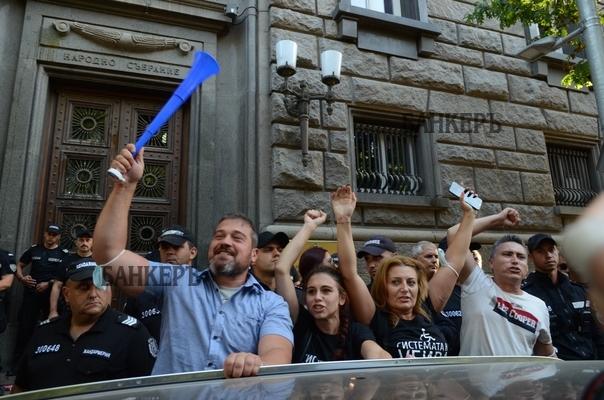 """Майките от """"Системата ни убива"""" продължават с протестите"""