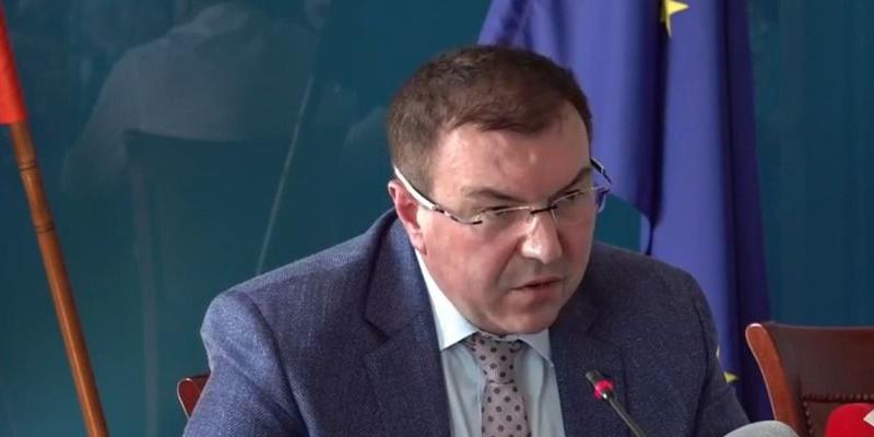 Здравният министър нареди да има и болници за пациенти без COVID
