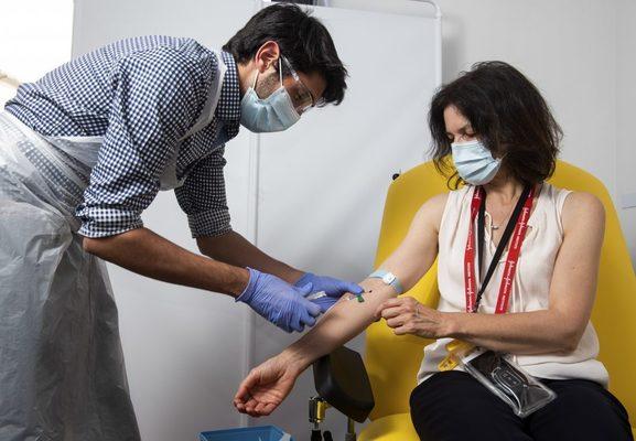 """""""Тренд"""": 880 хил. българи вярват, че ваксините ще ни чипират"""