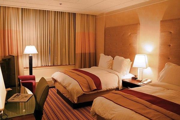 Приходите на хотелиерите спадат с близо 40% през октомври
