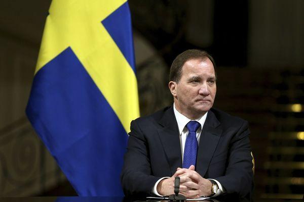 """""""Пипнаха"""" шведския премиер в мол въпреки призивите му за ограничения"""