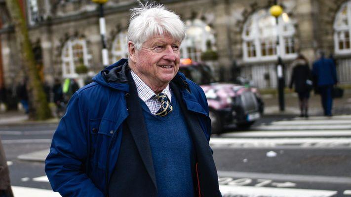 Бащата на Борис Джонсън кандидатства за френски паспорт