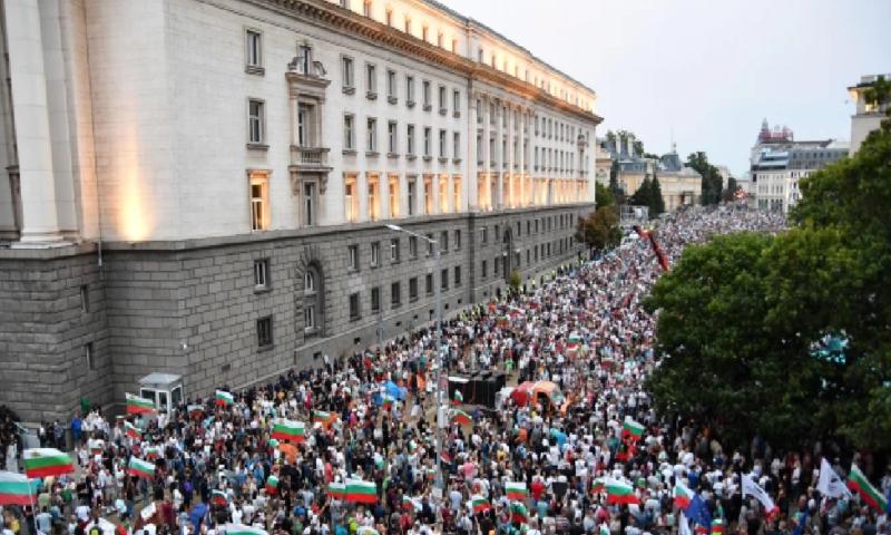 Краят на 2020 г: Протести, компромати и втора вълна на COVID-19