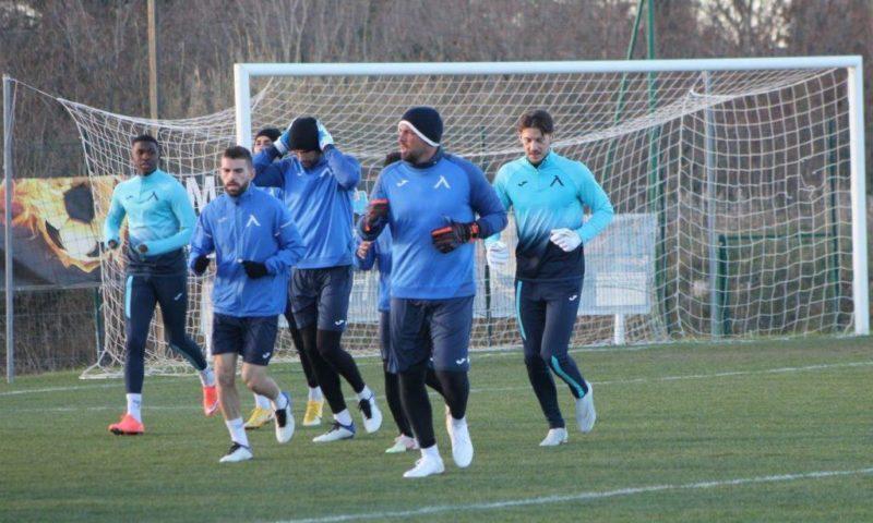 Левски подкара тренировките в Хърватия без голмайстора си и халф (ВИДЕО)