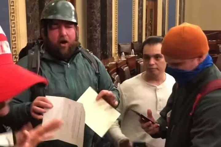 Появиха се неизлъчвани кадри от нахлуването в Капитолия (ВИДЕО)