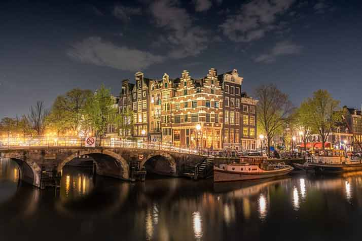 Правителството на Нидерландия подаде оставка заради скандала с детски надбавки