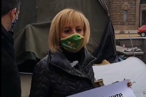 Манолова иска оставката на Деница Сачева