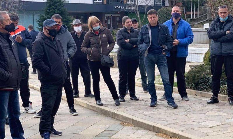 Притеснени розопроизводители обсъдиха проблемите на бранша в Карлово