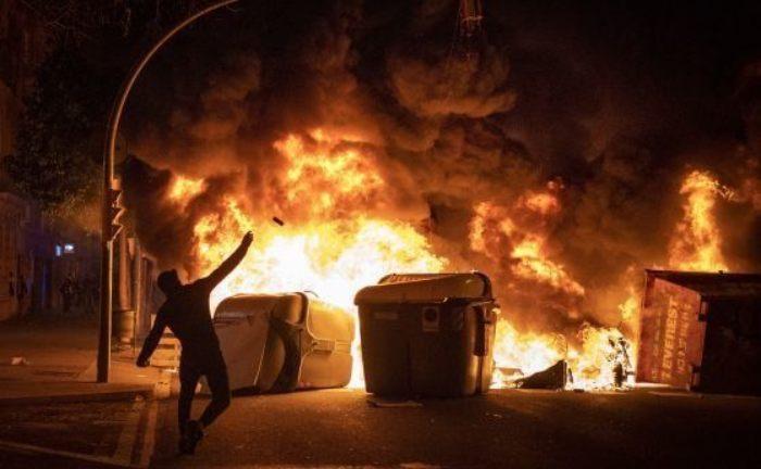 Протест в Испания: Луксозни магазини са разграбени, а мотоциклети са подпалени
