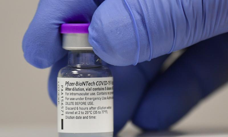 """Учени призоваха: Забавете втората доза от ваксината на """"Пфайзер"""""""