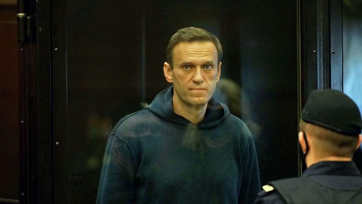 Навални е осъден на три и половина години затвор