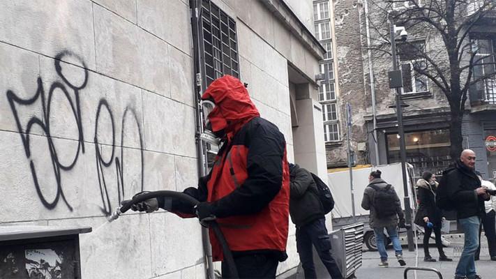 Премахват графити върху вече чистени сгради в София