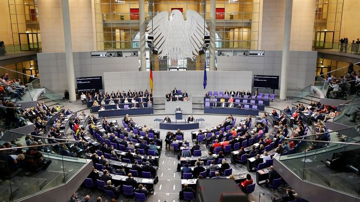 От 1 юли намаляват заплатите на депутатите в Германия