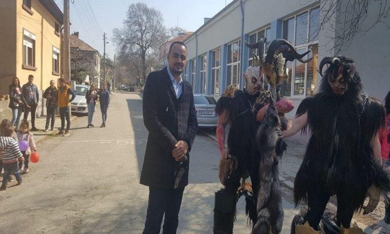 Водачът на областната листа на Републиканци за България възхитен от кукерите в Първенец/СНИМКИ/