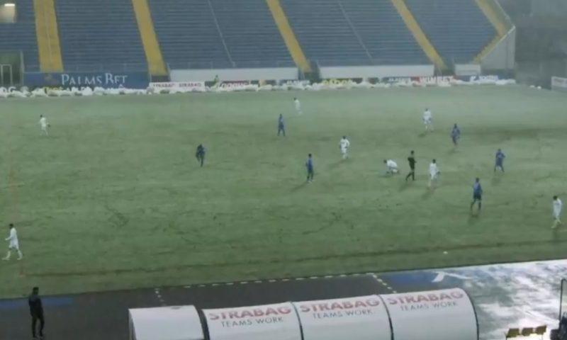 """Левски изпързаля Славия в снега на """"Герена"""" (ВИДЕО)"""