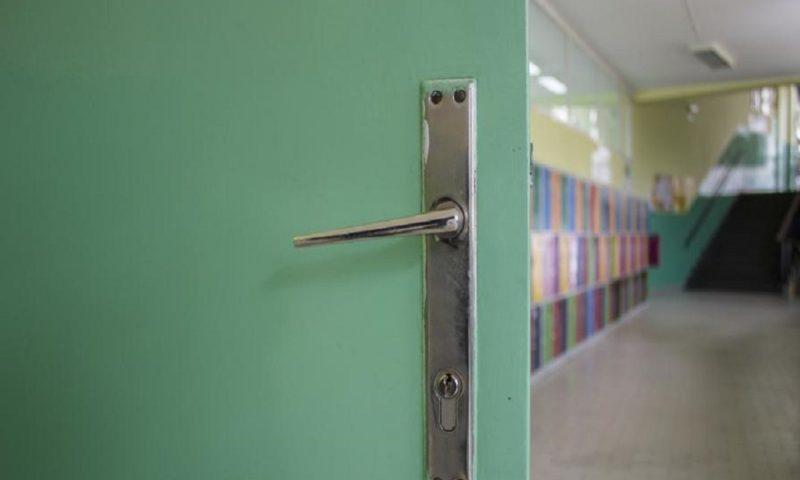 Родители настояват за присъствено обучение на учениците от 5 до 12 клас