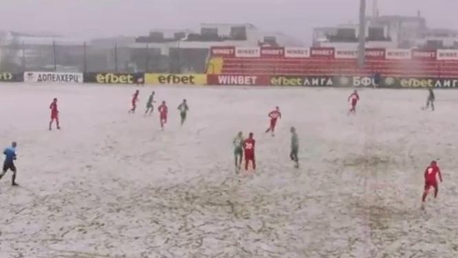 """Царско село не се даде на Лудогоец в софийския сняг! Отмениха гол на """"орлите"""" за спорна засада (ВИДЕО)"""