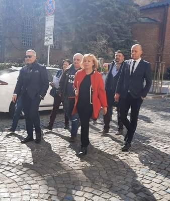 Манолова, Хаджигенов и Бабикянводят листи в столицата