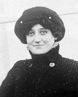 Реймонд де Ларош е първата жена с лиценз за управление на