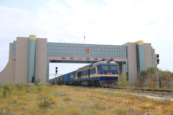 Китай разглежда превозът на стоки през Русия като