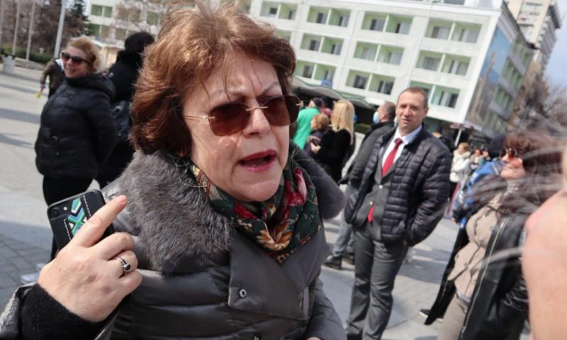 В държавни Мерцедеси от днес се возят Татяна Дончева и Атанас Атанасов
