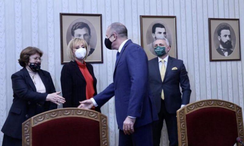 Мая Манолова: Бихме подкрепили кабинет на промяната