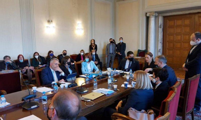 Правната комисия реши: Намалява се състава на ЦИК, назначава се с указ на президента