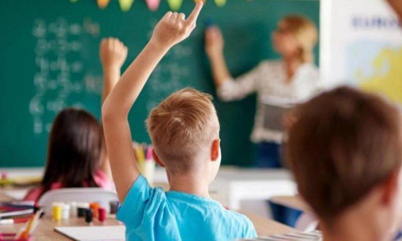 Родители: Върнете учениците в клас, първо затворете ресторантите