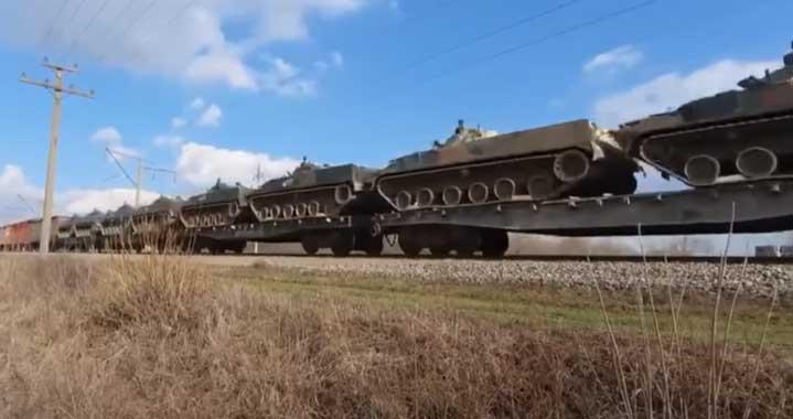 Украйна и Русия са пред голяма война. Русия струпва танкове на границата