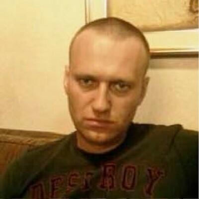 Навални се оплаква от висока температура и силна кашлица