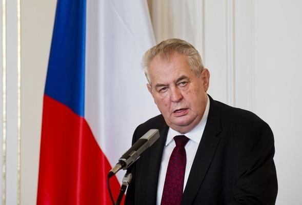 Чешкият президент Милош Земан вече ще използва инвалидна
