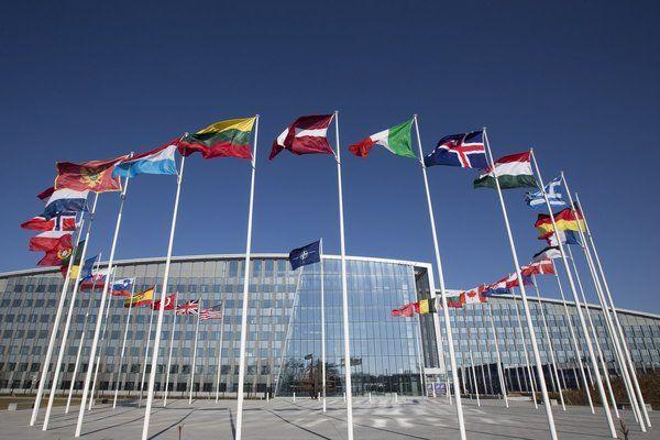 НАТО отрече да прехвърля войски в Украйна